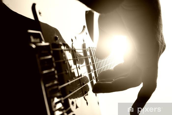 Fototapeta winylowa Gitarzysta gra na scenie. Bliska widok - Tematy