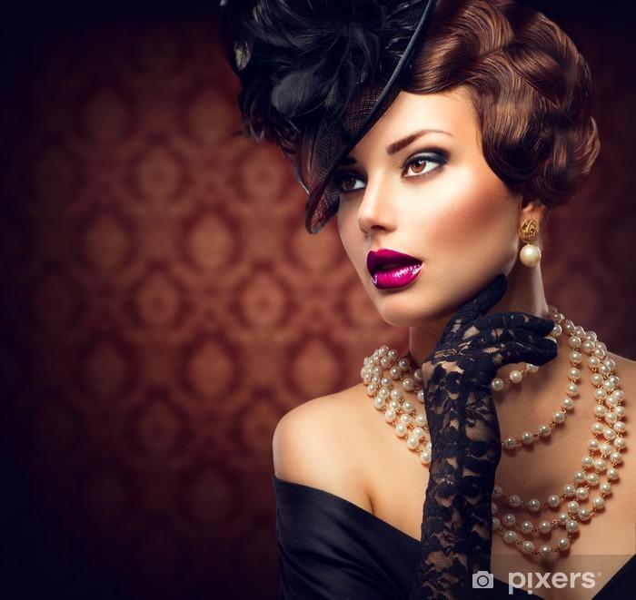 Fototapeta winylowa Retro Kobieta. Stylu Dziewczyna z rocznika fryzurę i makijaż retro -