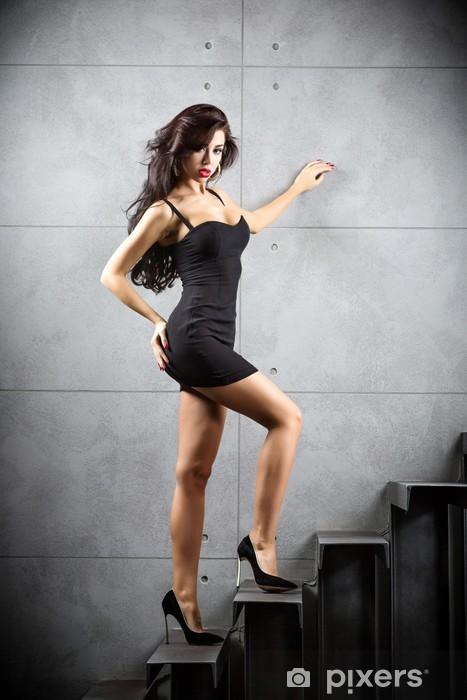 86ed5db26778 Carta da Parati Donna sexy del brunette stare sulle scale • Pixers ...