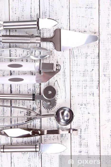 Carta da Parati Utensili da cucina in metallo sul tavolo close-up ...