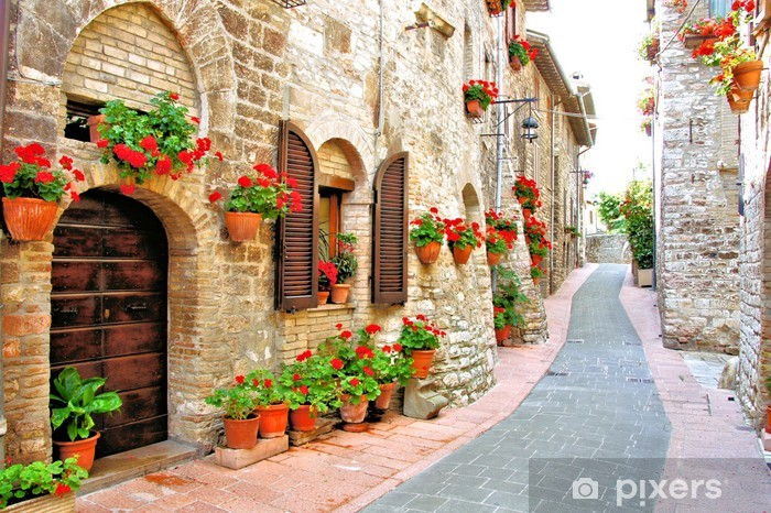Vinilo Pixerstick Carril pintoresco con flores en una colina de la ciudad italiana - Temas