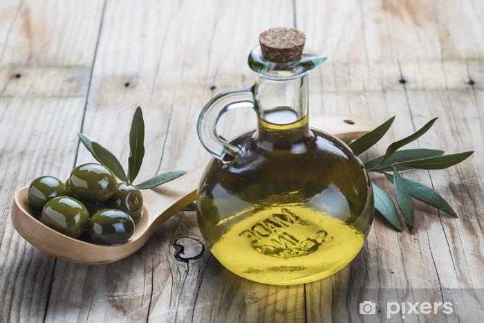 Vinyl-Fototapete Natives Olivenöl und Oliven auf Holzlöffel - Oliven
