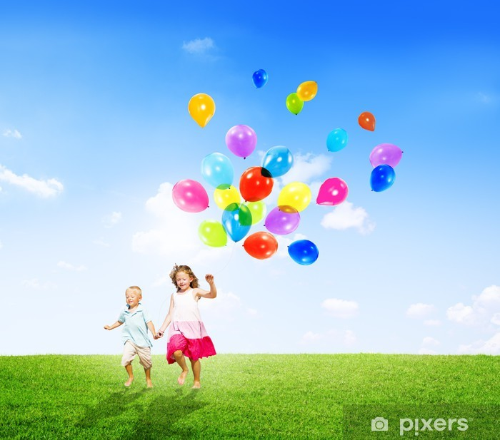 Pixerstick Dekor Liten flicka och pojke utomhus Holding Balloons - Lycka