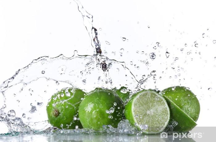 Fototapeta winylowa Limonki z plusk wody - Posiłki