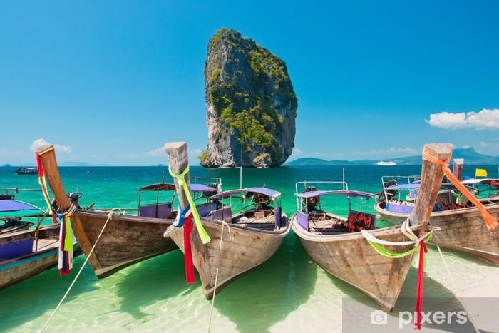 Naklejka Pixerstick Piękna plaża i łodzie longtail w Krabi, Tajlandia - Azja