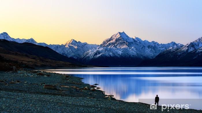 Fototapeta winylowa Zywy widokiem na góry - Góry