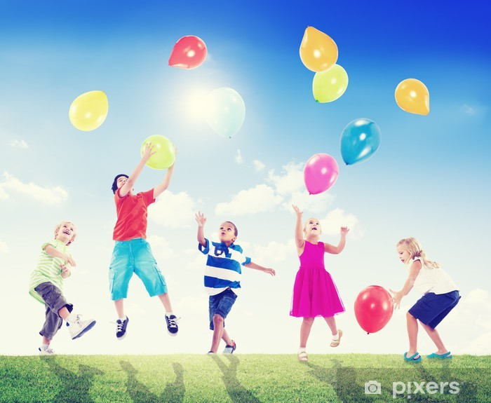 Pixerstick Dekor Multi-etniska barn som leker utomhus med ballonger - Barn