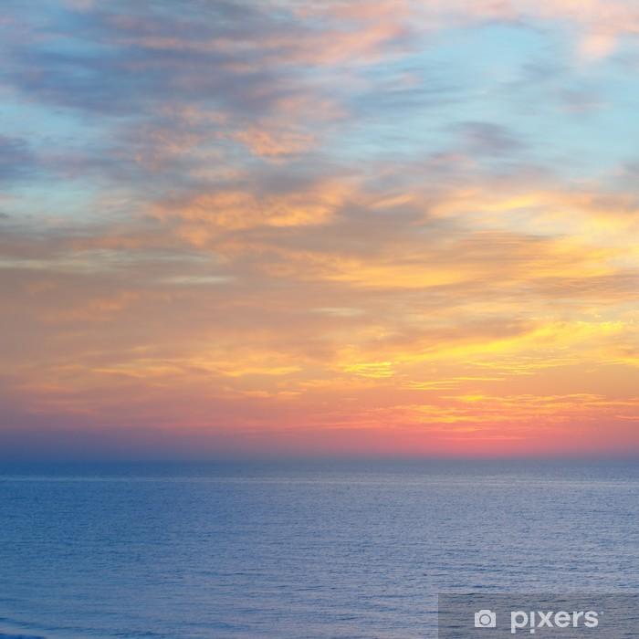 Poster Magnifique coucher de soleil au-dessus de la mer - Eau