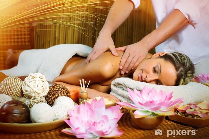 Naklejka Pixerstick Piękna kobieta o masaż. - Zdrowie