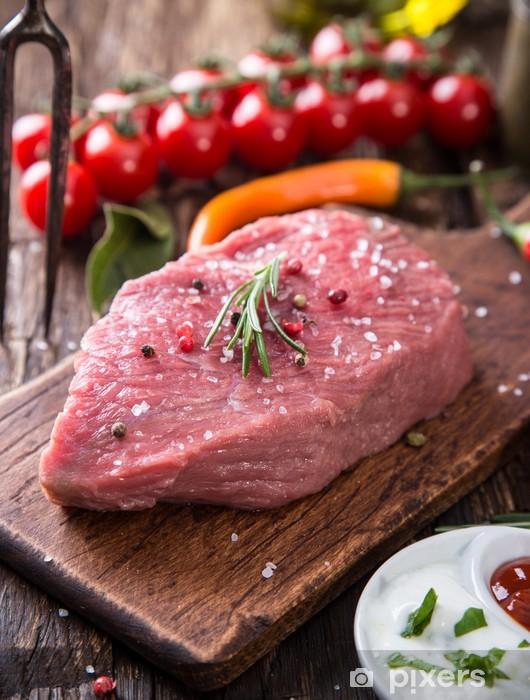 Naklejka Pixerstick Raw beef steak na drewnianym stole - Przyprawy i zioła