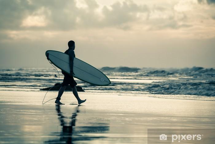 Papier peint vinyle Silhouette de surfeur au coucher du soleil - Sports individuels
