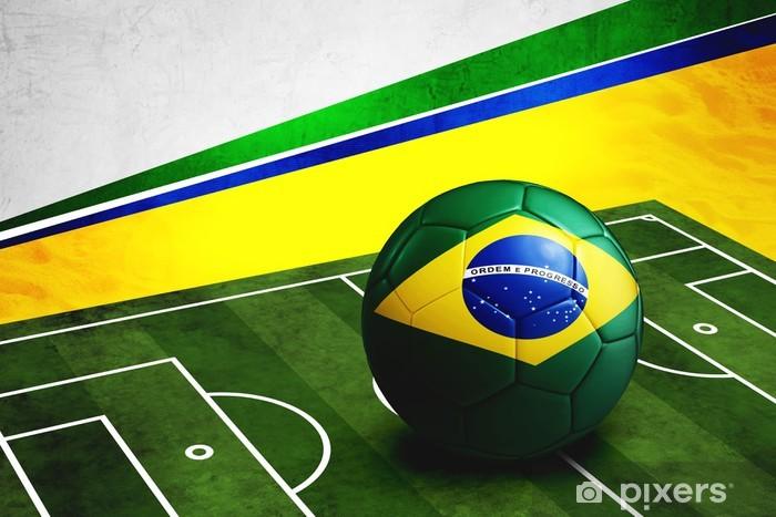 075e3df11c8f7 Fotomural Estándar Balón de fútbol con la bandera de Brasil en el terreno  de juego