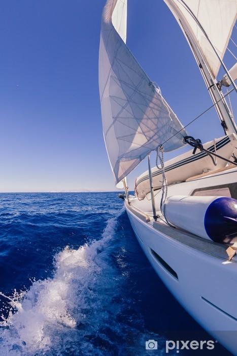 Fotomural Estándar Barco de vela visión de gran angular en el mar - Deportes acuáticos