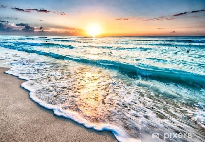 Vinyl Fotobehang Zonsopkomst boven het strand van Cancun - Strand en de tropen