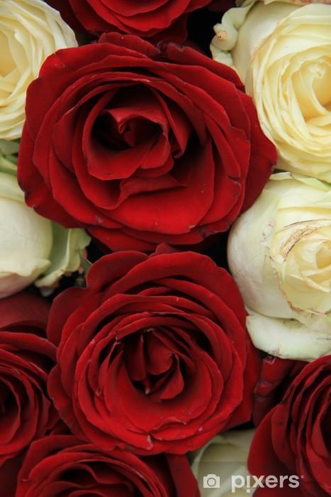 Vinylová fototapeta Červené a bílé růže v svatební uspořádání - Vinylová fototapeta