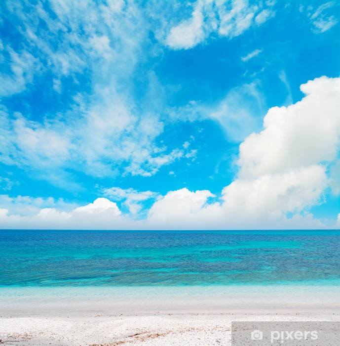 Naklejka Pixerstick Błękitne morze pod chmurami - Europa