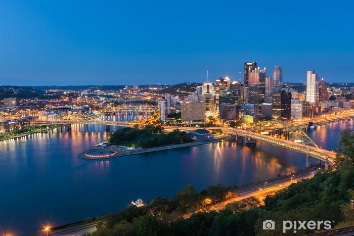 Papier peint vinyle Pittsburgh centre skyline at night, Pennsylvanie, USA - Amérique