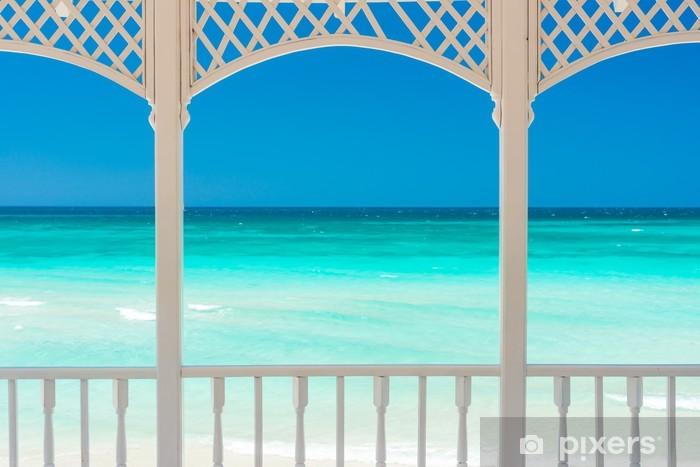 Fototapeta winylowa Taras z widokiem tropikalnej plaży na Kubie - iStaging