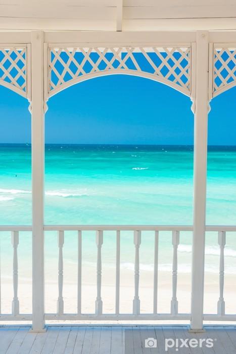 Fototapeta winylowa Drewniany taras z widokiem tropikalnej plaży na Kubie - Tematy