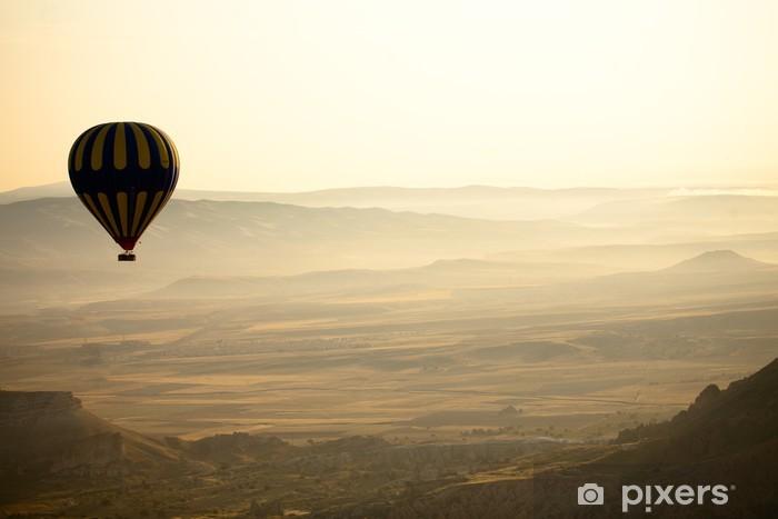 Fotomural Estándar Los globos de aire caliente en Capadocia, Turquía - Campos