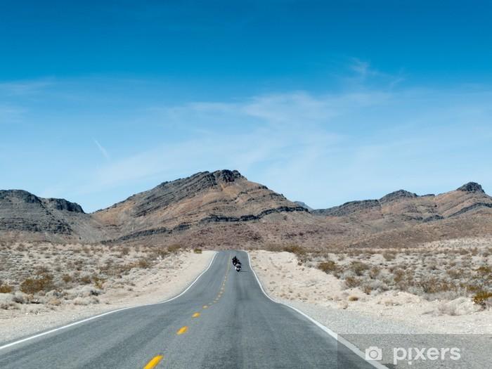 Zelfklevend Fotobehang Weg die leidt naar de bergen, Death Valley National Park, Californië - Thema's