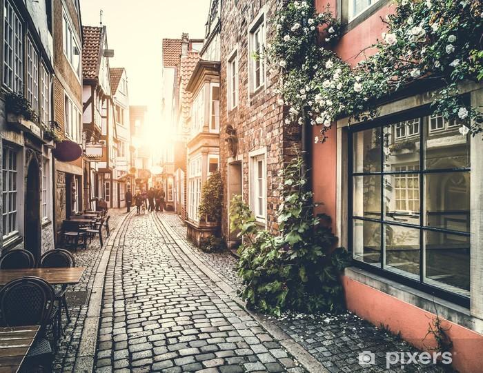Historiallinen katu euroopassa auringonlaskun aikaan retro vintage vaikutus Vinyyli valokuvatapetti -