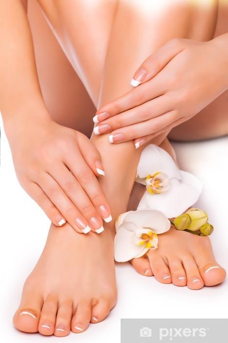 Pixerstick Sticker Manicure en pedicure met witte orchidee. geïsoleerd - Lichaamsdelen