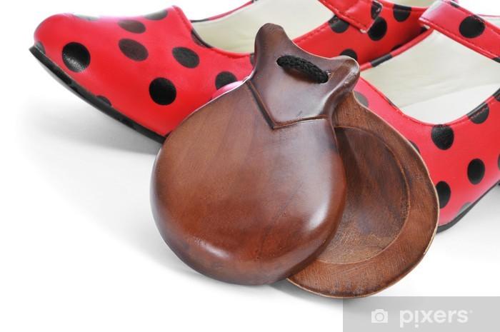 Fototapeta winylowa Typowe hiszpańskie kastaniety i kropki na czerwonym wzorzyste buty flamenco - Europa