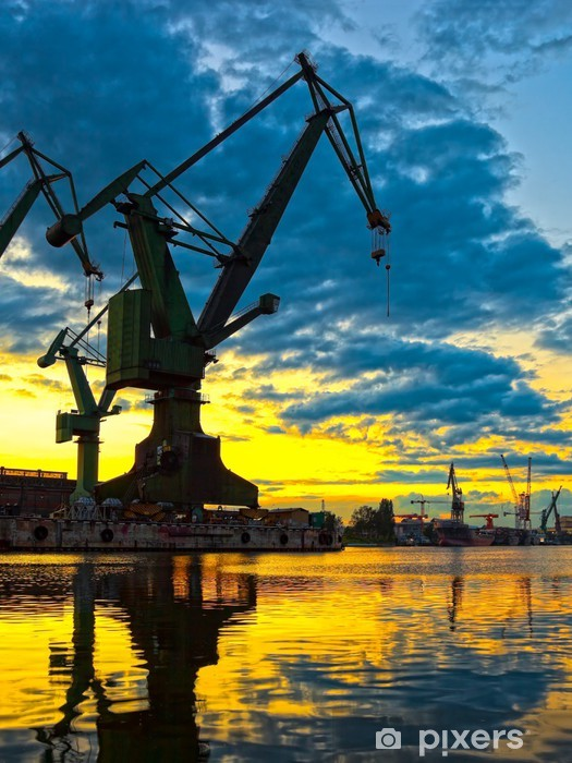 Vinyl Fotobehang Grote scheepswerf kraan bij zonsondergang in Gdansk, Polen. - Thema's