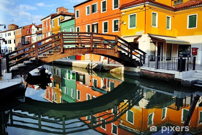 Fotomural Estándar Venecia, canal de la isla de Burano y casas de colores, Italia - Temas