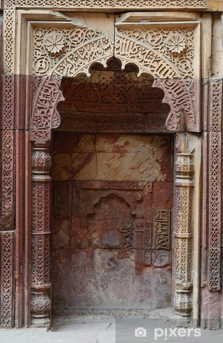 Pixerstick Sticker Qutb Minar complex in Mihrab in Delhi.Qutb, Unesco erfgoed - Azië