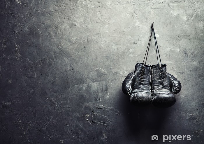 Mural de Parede em Vinil old boxing gloves hang on nail on texture wall - Temas
