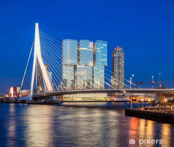 Fotomural Estándar Puente Erasmus Durante la hora azul, Rotterdam, Países Bajos - iStaging