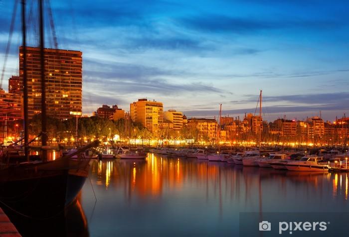 Fototapeta winylowa Jachtów leżącego na port w Alicante w nocy - Woda