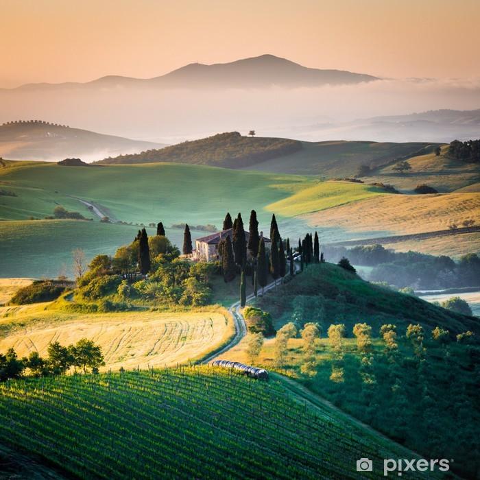 Pixerstick Sticker Ochtend in Toscane, landschap en de heuvels -