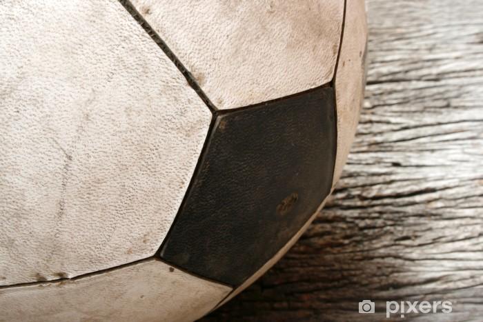 Fototapeta zmywalna Piłka nożna na starej tabeli rocznika starego drewna -