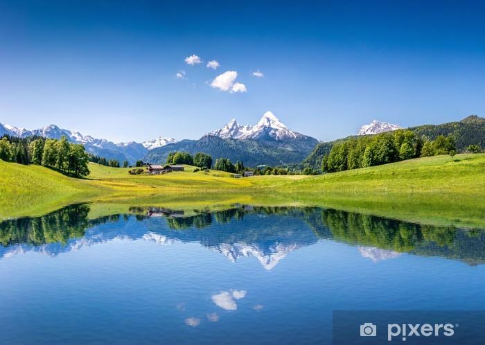 Pixerstick Sticker Idyllische zomer landschap met bergen meer en de Alpen - Thema's