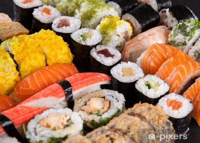 Fototapeta winylowa Japoński zestaw sushi owoce morza - Sushi