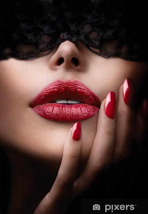 Carta da Parati in Vinile Bella donna con la maschera di pizzo nero sugli occhi - Corpi