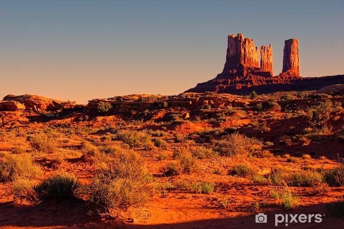 Fotomural Estándar Iconic visión americana del desierto al atardecer cerca de Monument Valley, EE.UU. - Desierto