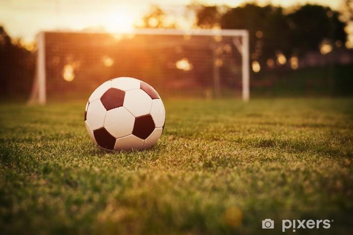 Fototapeta winylowa Zachód słońca na boisku - Piłka nożna