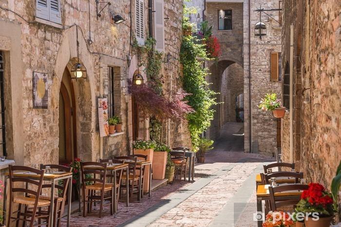 Fototapeta winylowa Typowa włoska restauracja w zabytkowej alei - Tematy