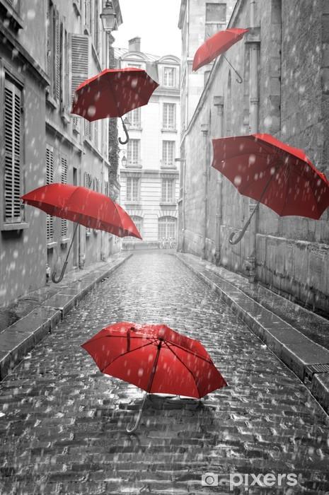 Papier Peint Autocollant Parapluies rouges volant sur la rue. Image conceptuelle -