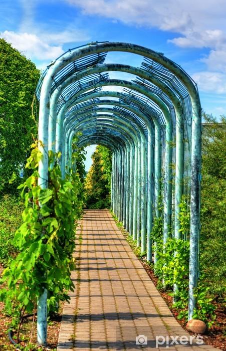 Fototapeta winylowa Aleja w ogrodzie - Budynki użyteczności publicznej