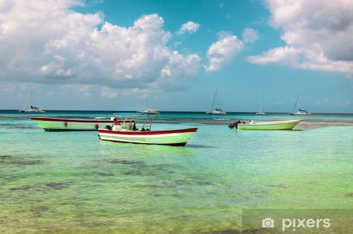 Carta Da Parati Barche Sul Mare Azzurro Su Uno Sfondo Di Cielo Blu