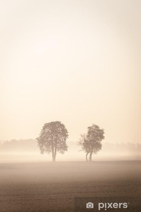 Çıkartması Pixerstick Sis İki lonley ağaçlar -
