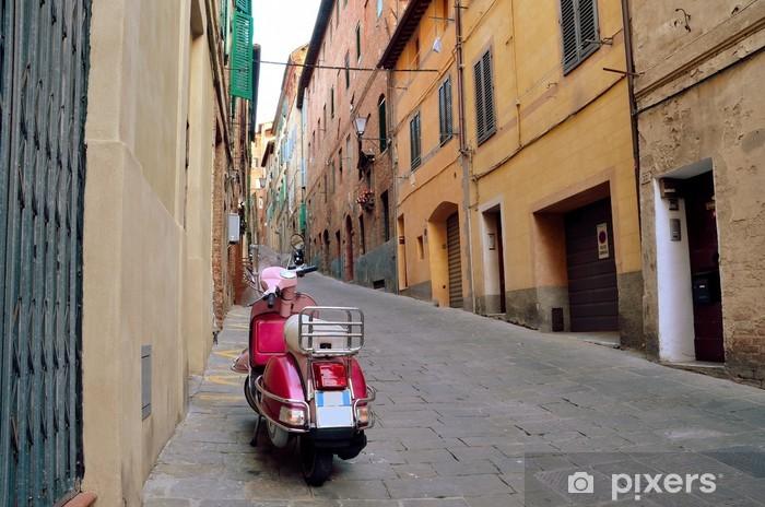 Pixerstick Aufkleber Weinleseszene mit Vespa auf alte Straße, Siena, Italien - Vespa