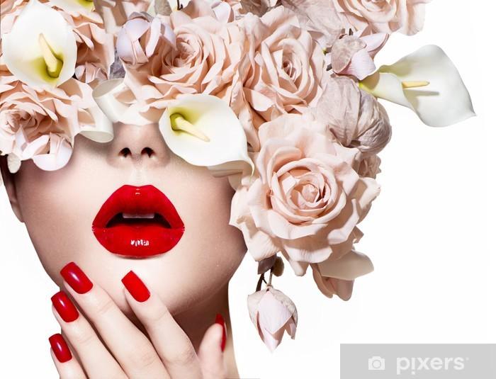 Fototapeta winylowa Vogue styl model dziewczyny twarz z różami. Sexy czerwone usta i paznokcie. - Tematy
