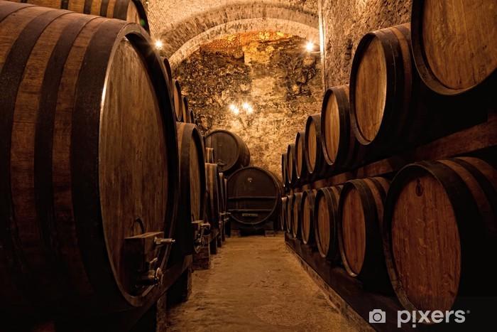 Fototapeta winylowa Drewniane beczki z winem w skarbcu wina, Włochy - Tematy