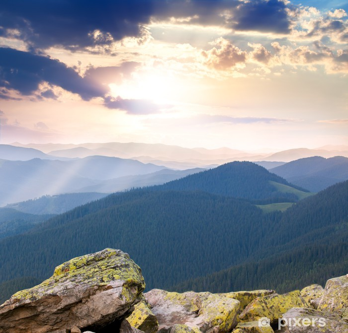 Papier peint vinyle Lever majestueuse sur les montagnes avec des rayons de soleil - Europe